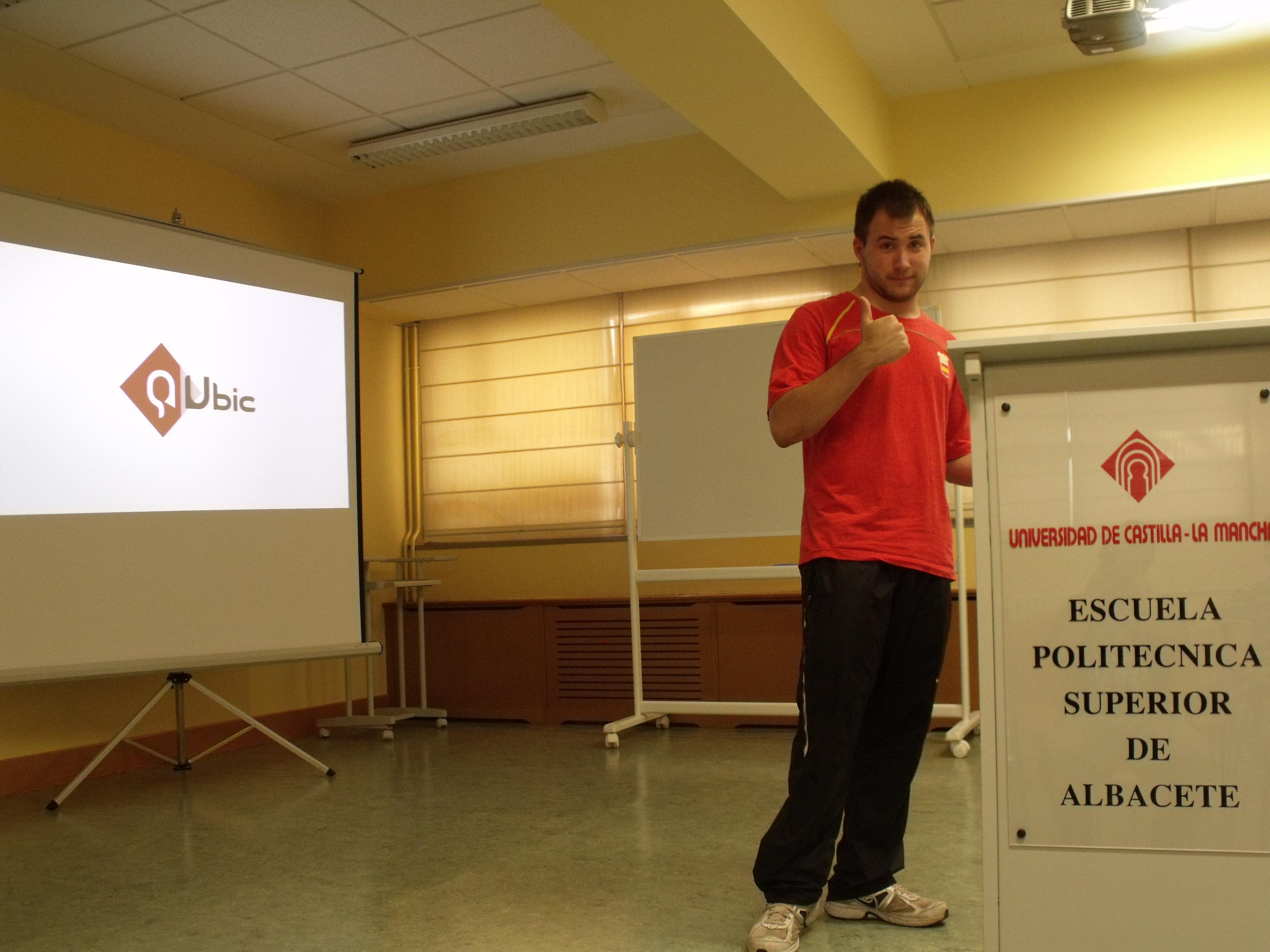 Alex preparando la primera presentación